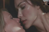 Naomi Watts and Laura Harrington kissing par